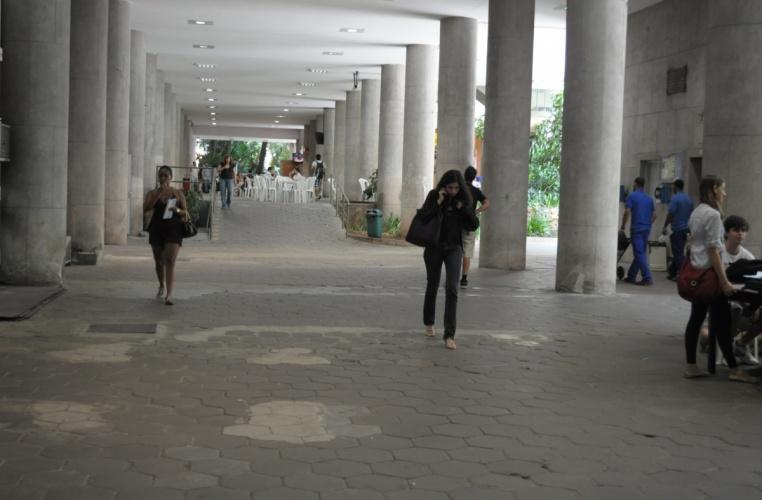 Pilotis do Edifício Cardeal Leme. 2012. Fotógrafo Antônio Albuquerque. Acervo do Núcleo de Memória.