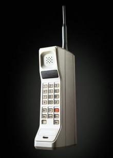 Um dos primeiros modelos de telefone celular.