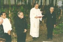 Lançamento da Pedra Fundamental.  O Reitor Padre Jesus Hortal Sánchez S.J. o Padre Pedro Guimarães Ferreira S.J. e D. Karl Romer