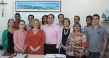 A coordenadora do CCCI, Profa. Rosa Marina de Brito Meyer, e equipe. Fotógrafo Antônio Albuquerque. Acervo do Núcleo de Memória.