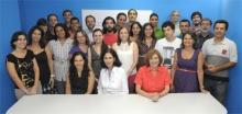 A coordenadora do CCEAD, Profa. Gilda Helena Bernardino de Campos, e equipe. Fotógrafo Antônio Albuquerque. Acervo do Núcleo de Memória.