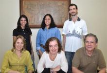 O coordenador central de planejamento e avaliação, Prof. Marco Antônio Casanova, e equipe. Fotógrafo Antônio Albuquerque. Acervo do Núcleo de Memória.