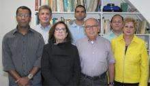 O Vice-Reitor Para Assuntos Comunitários, Prof. Augusto Luiz Duarte Lopes Sampaio, e equipe. Fotógrafo Antônio Albuquerque. Acervo do Núcleo de Memória.