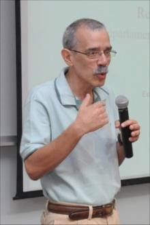 Professor Reinaldo Calixto de Campos. Fotógrafo Antônio Albuquerque. Acervo do Núcleo de Memória.