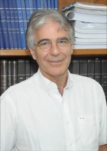 O Vice-Reitor para Assuntos Acadêmicos, Prof. José Ricardo Bergmann. Fotógrafo Antônio Albuquerque. Acervo do Núcleo de Memória.