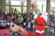 Festa de Natal dos Funcionários. Chegada do Papai Noel. 21/12/2012. Fotógrafo Antônio Albuquerque. Acervo do Núcleo de Memória.