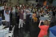 Funcionários e professores homenageados participam das atividades, orientados pelas monitoras do projeto PUC em Forma. Fotógrafo Antônio Albuquerque. Acervo do Núcleo de Memória.