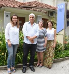 O Coordenador Central de Extensão, Prof. Alfredo Jefferson de Oliveira, e equipe. Fotógrafo Antônio Albuquerque. Acervo Núcleo de Memória.