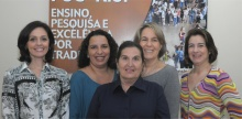 A Coordenadora Central de Graduação, Profa. Daniela Trejos Vargas, e equipe. Fotógrafo Antônio Albuquerque. Acervo Núcleo de Memória.
