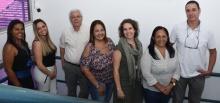 O Diretor de Admissão e Registro, Prof. Washington Braga Filho, e equipe. Fotógrafo Antônio Albuquerque. Acervo Núcleo de Memória.