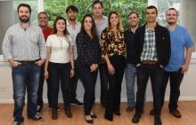 O Gerente de Informática Administrativa, Gustavo Miranda Araujo, e equipe. Fotógrafo Antônio Albuquerque. Acervo Núcleo de Memória.
