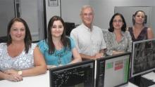 O Diretor do Rio Datacentro, Prof. José Raimundo Lopes Oliveira, e equipe. Fotógrafo Antônio Albuquerque. Acervo Núcleo de Memória.