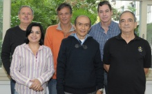 O Superintendente Administrativo, Floriano Saad Mazini, e equipe. Fotógrafo Antônio Albuquerque. Acervo Núcleo de Memória.