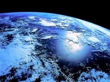 A terra é azul vista do espaço.