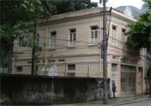 Vista da casa a partir da rua Marquês de São Vicente. Fotógrafo Antônio Albuquerque. Acervo do Núcleo de Memória da PUC-Rio.