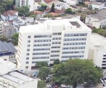 Vista aérea do Edifício Padre Laércio Dias de Moura S.J.. Fotógrafo Nilo Lima. Acervo do Núcleo de Memória.