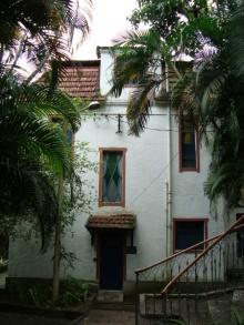 Entrada lateral da casa. Fotógrafo Antônio Albuquerque. Acervo do Núcleo de Memória.