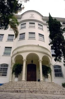 Entrada principal do antigo Colégio São Marcelo. Fotógrafa Carolina Jardim. Acervo do Projeto Comunicar.