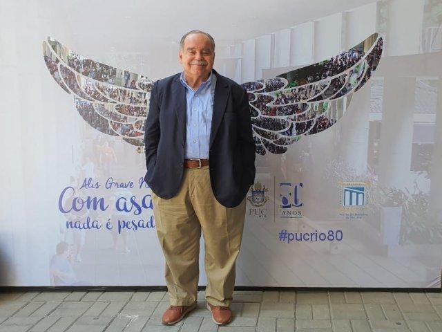 Prof. Luiz Roberto Cunha (ECO).