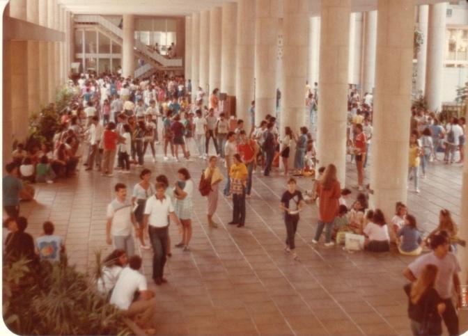 Pilotis do Edifício da Amizade. c. 1985. Fotógrafo Antônio Albuquerque.