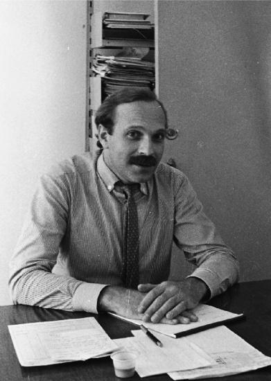 O Prof. Paulo Bocater, em 1988, já no cargo de Vice-Reitor Administrativo. Fotógrafa Márcia Kaskus. Acervo Projeto Comunicar.