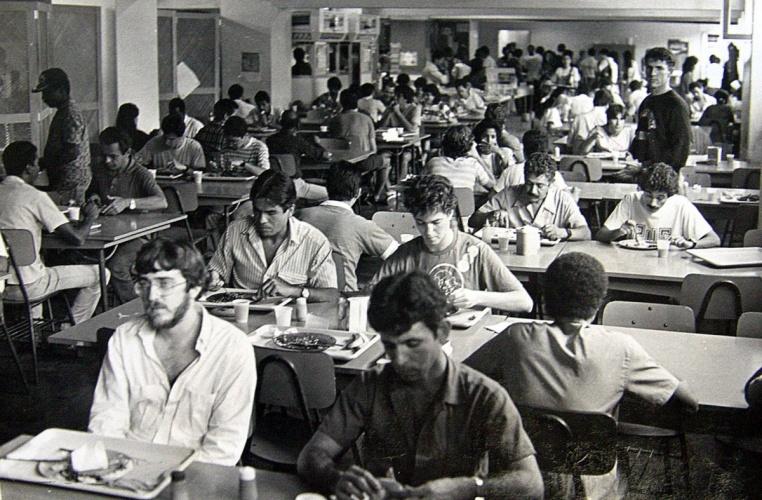 Bandejão da PUC-Rio. 1988. Fotógrafo desconhecido. Acervo do Núcleo de Memória.