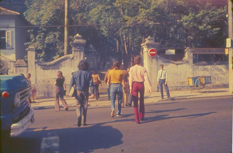 Entrada pela rua Marquês de São Vicente. c. 1975. Fotógrafo desconhecido. Acervo da Reitoria.