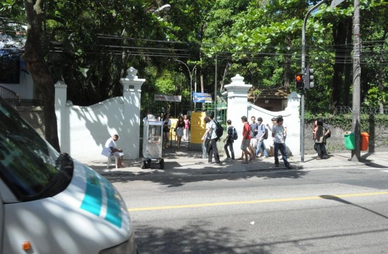 Entrada pela rua Marquês de São Vicente. 2012. Fotógrafo Antônio Albuquerque. Acervo do Núcleo de Memória.