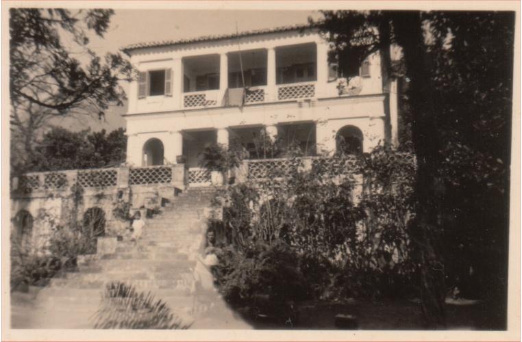 Fachada do Solar Grandjean de Montigny, quando ainda era a casa de uma família. c. 1950. Acervo de Maria José Teixeira Soares.