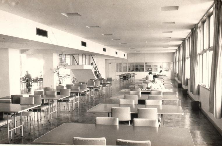 Salão principal da Biblioteca Central. 1972. Fotógrafo desconhecido. Acervo do Núcleo de Memória.