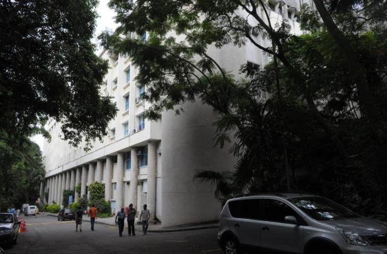 Vista do Edifício Cardeal Leme com o anexo construído nos final dos anos 1990 em primeiro plano. 2012. Fotógrafo Antônio Albuquerque. Acervo do Núcleo de Memória.