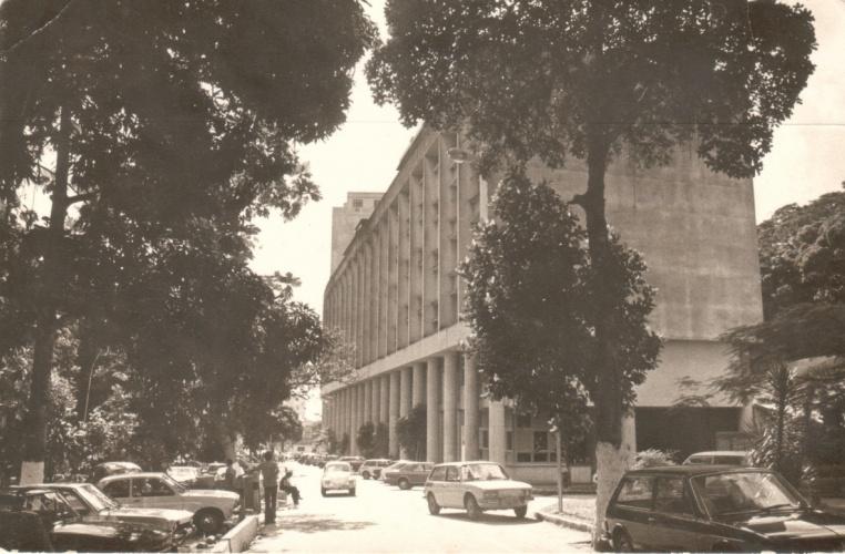 Vista do Edifício Cardeal Leme a partir de um ponto próximo ao RDC. 1980. Fotógrafo Antônio Albuquerque. Acervo do Núcleo de Memória.