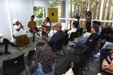 Palestra realizada na sala de reuniões do Departamento de Artes e Design. Fotógrafo Antônio Albuquerque.