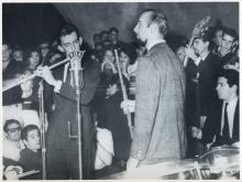 Show na Concha Acústica da PUC-Rio. Ao centro, de cavanhaque, Herbie Mann.