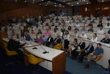 Apresentação do Reitor Pe. Josafá S.J., no auditório do RDC. Fotógrafo Antônio Albuquerque.