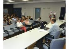 Palestra do Prof. Ozias Soares, no Auditório Padre Anchieta. Fotógrafo Antônio Albuquerque. Acervo Núcleo de Memória.