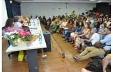 Mesa com palestrantes do evento realizado no Auditório Padre Anchieta. Fotógrafo Antônio Albuquerque. Acervo Núcleo de Memória.