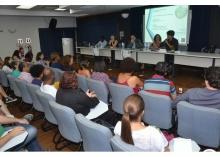 Mesa de abertura, com a presença do decano do CCS, Prof. Luiz Roberto Cunha, no auditório Padre Anchieta. Fotógrafo Antônio Albuquerque. Acervo Núcleo de Memória.