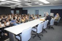 Evento realizado no Auditório Padre Anchieta. Fotógrafo Antônio Albuquerque. Acervo do Núcleo de Memória.