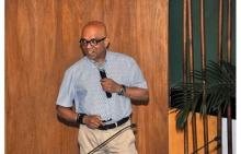 O Prof. Selvadurai em sua palestra no Auditório do RDC. Fotógrafa Gabriela Doria. Acervo Projeto Comunicar.