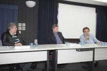 Palestra do dia 21/08/2012 no Auditório Padre Anchieta com os professores Pedro Cunca (IRI), Ricardo Ismael (IRI) e Theotônio dos Santos (UNESCO). Fotógrafo Antônio Albuquerque. Acervo do Núcleo de Memória.