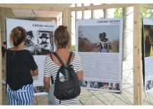 Exposição sobre o cinema da África e Afrodiáspora, nos pilotis da Ala Kennedy. Fotógrafo Antônio Albuquerque. Acervo Núcleo de Memória.