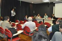 Participantes do colóquio, realizado na sala K102. Fotógrafo Antônio Albuquerque. Acervo do Núcleo de Memória.
