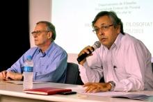 Os Professores Danilo Marcondes (FIL) e Edgar Lyra (FIL) no Auditório Padre Anchieta. Fotógrafo desconhecido. Acervo do Projeto Comunicar.