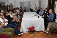 Na mesa, o Prof. Staa, o Vice-Reitor Pe. Álvaro Pimentel S.J. e o Prof. Ilmar. Fotógrafo Antônio Albuquerque.