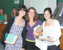 Juliana Streva, Fernanda Pradal e Maria Izabel Varella. Fotógrafo Antônio Albuquerque. Acervo do Núcleo de Memória.