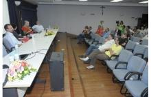 Debate com os professores Adriano Pilatti (JUR), Sílvio Tendler (COM) e Fernando Sá (COM). Fotógrafo Antônio Albuquerque. Acervo Núcleo de Memória.