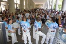 Apresentação da escola de samba Acadêmicos da Rocinha nos pilotis da Ala Kennedy. Fotógrafo Antônio Albuquerque. Acervo do Núcleo de Memória.