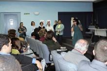 Durante o evento, a professora Monica Baptista Campos (TEO) apresenta o livro Santa Teresa: mística para o nosso tempo. Fotógrafa Camille Valbusa. Acervo do Projeto Comunicar.