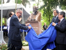 Inauguração do busto do Padre Antônio Vieira. Fotógrafo Antônio Albuquerque. Acervo do Núcleo de Memória.
